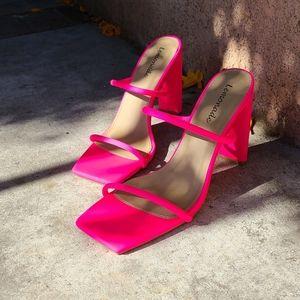 🆕️//The Natasha// square toe heel pink